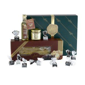 Confezione regalo classica contenente: Tagliatelle con Tartufi 250g, Crema La Tartufata 80g, Condimento Il Tartufato Bianco con pezzi 100 ml, Tartufini dolci sfusi (10 pezzi)